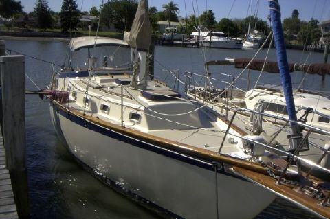 1979 Endeavour Plan B Sloop w/ generator and new topside/hull paint - Photo 1