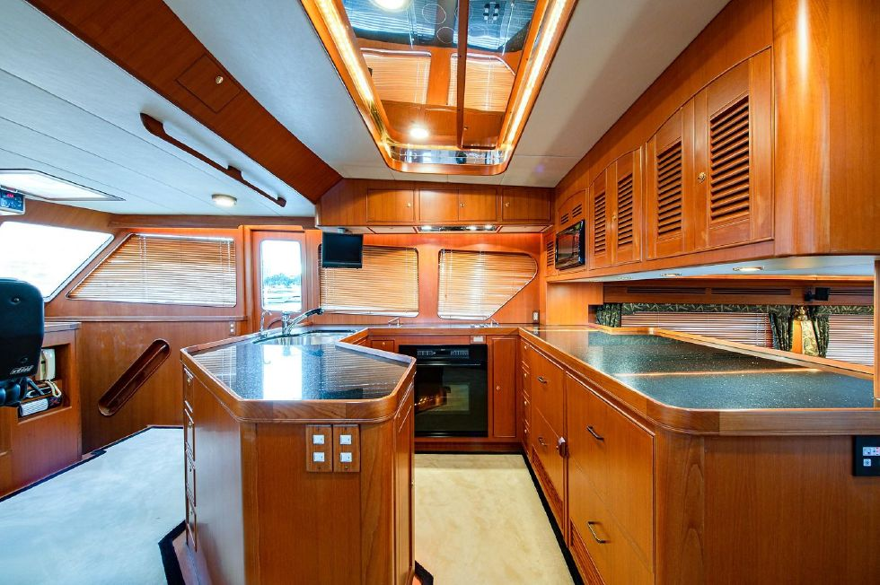 2004 Marlow 70E - Galley