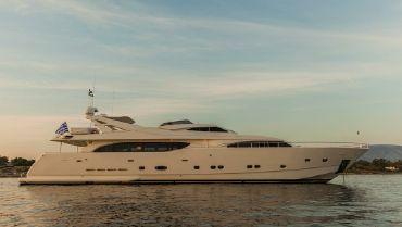 2003 Ferretti Yachts Custom Line 112