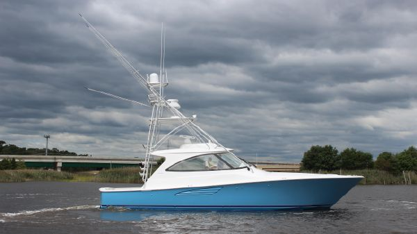 Viking Yacht 48 Sport Tower Starboard Side