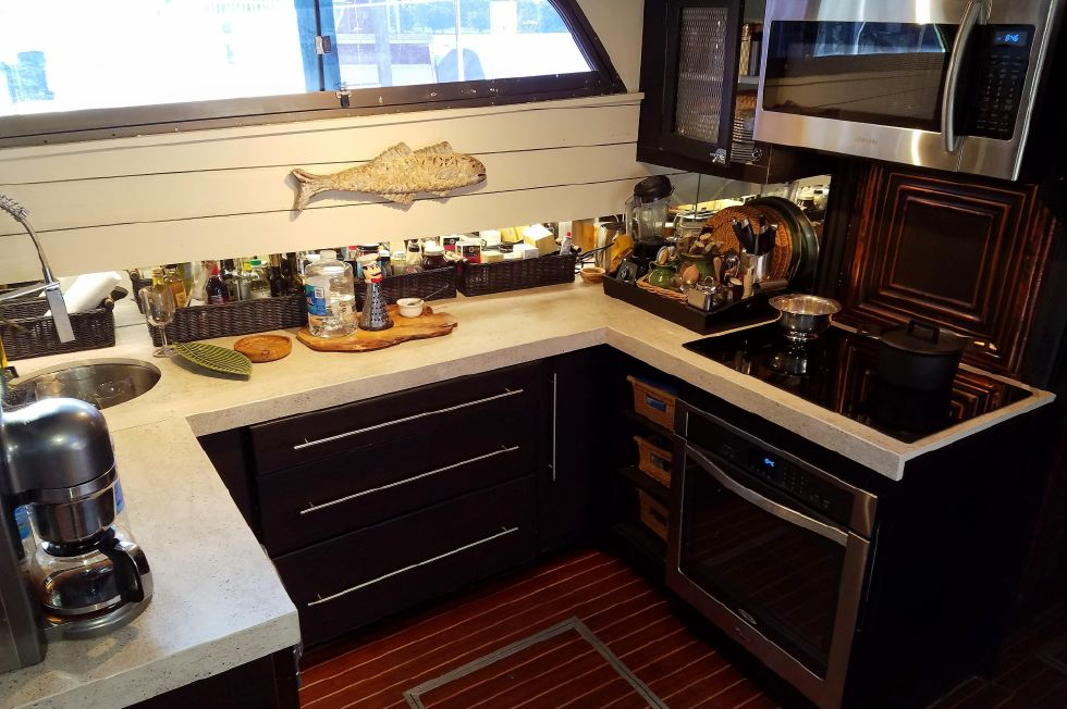 1977 Hatteras 53 Classic - Galley fwd