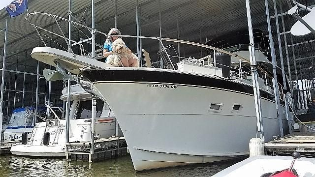 1977 Hatteras 53 Classic - Bow / Covered slip