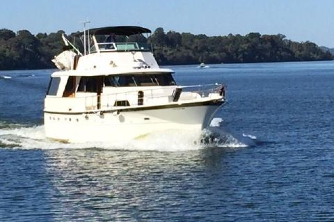 1977 Hatteras 53 Classic - Starboard Bow