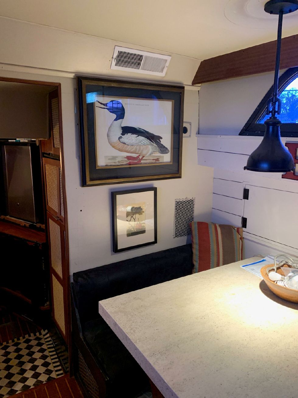 1977 Hatteras 53 Classic - Dinette