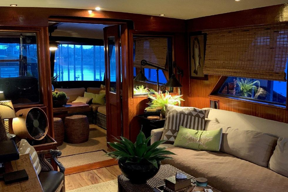 1977 Hatteras 53 Classic - Salon aft to port