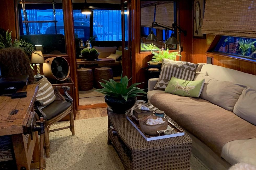 1977 Hatteras 53 Classic - Salon aft / New flooring, furniture, shades and lighting