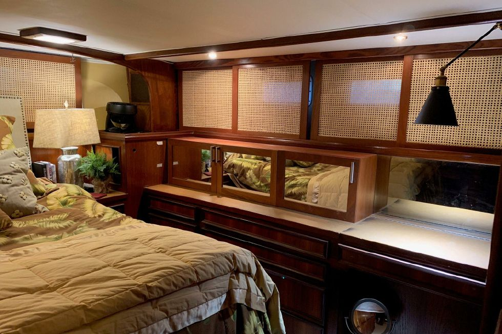 1977 Hatteras 53 Classic - Master stateroom to port / custom cabinets