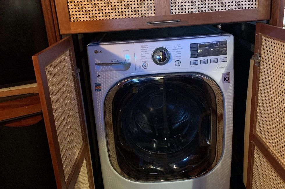 1977 Hatteras 53 Classic - New washer dryer
