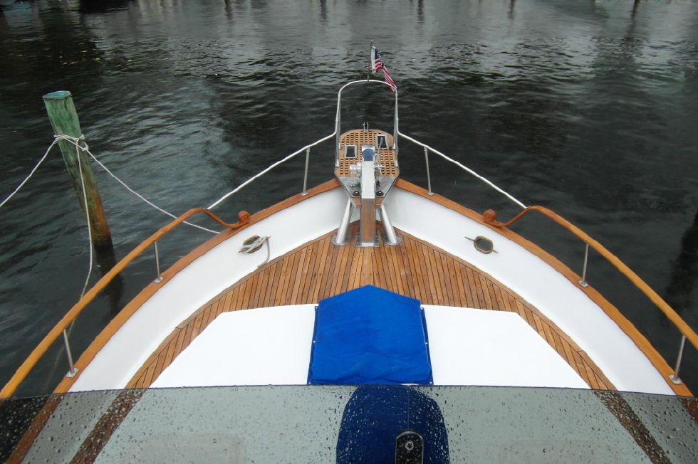 1984/2015 Marine Trader 43 Sundeck / View From Bridge to Bow