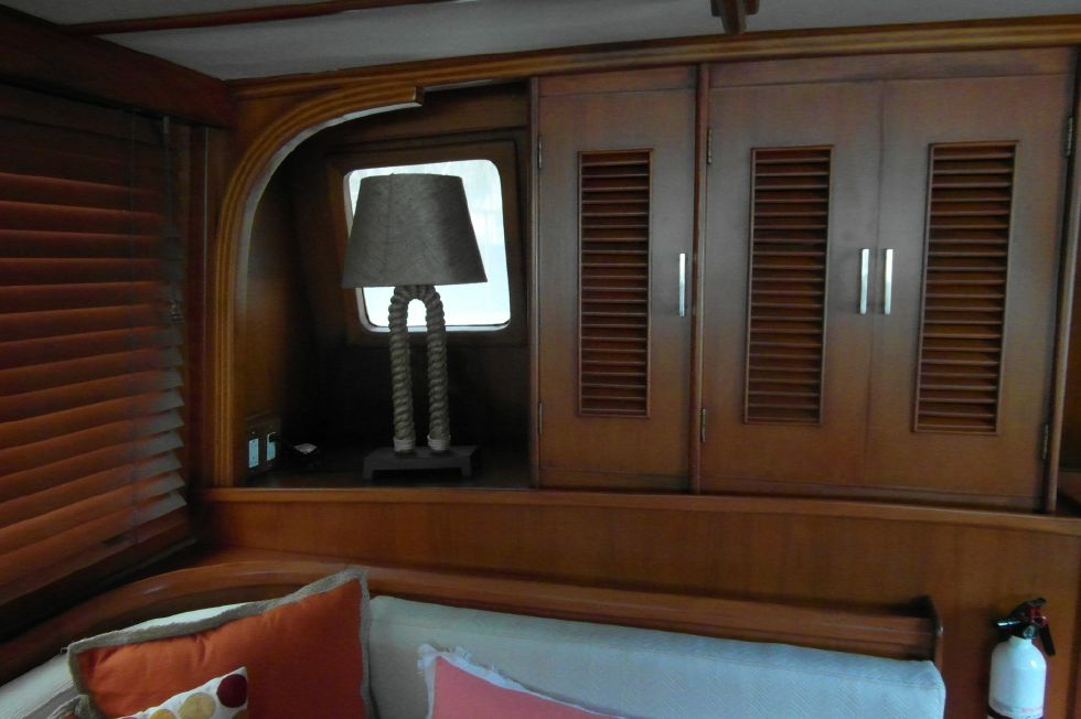 1984/2015 Marine Trader 43 Sundeck / Salon Facing Aft