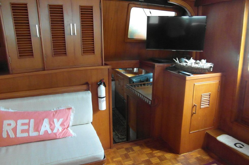 1984/2015 Marine Trader 43 Sundeck / Salon Facing Aft to Port