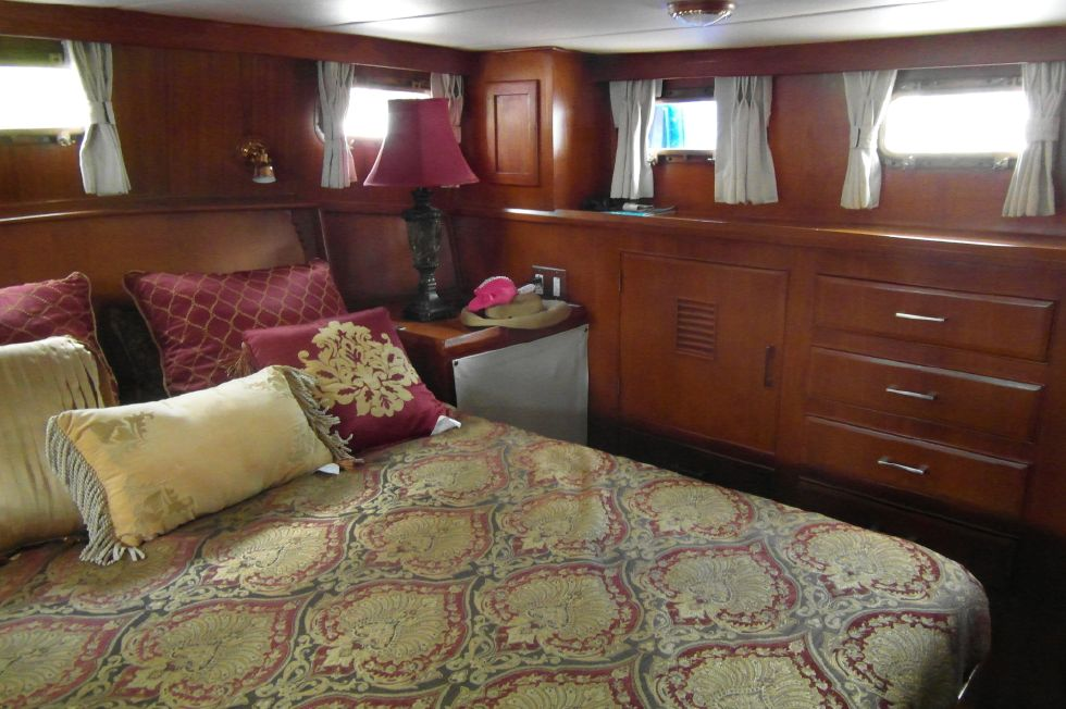 1984/2015 Marine Trader 43 Sundeck / Master Stateroom Facing Aft to Port