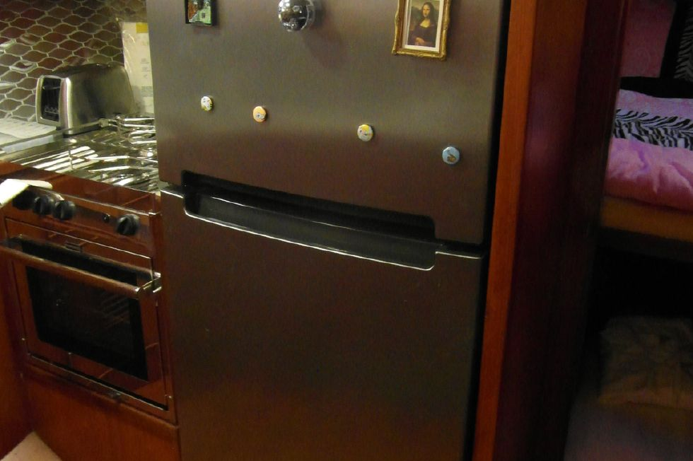 1984/2015 Marine Trader 43 Sundeck / New Full Size Whirlpool Refrigerator