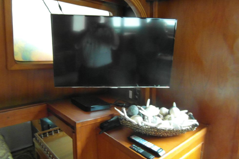 1984/2015 Marine Trader 43 Sundeck / Flat Screen TV