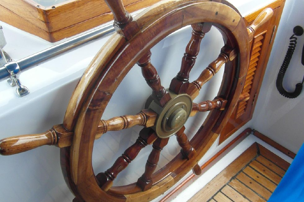 1984/2015 Marine Trader 43 Sundeck / Refinished Wheel