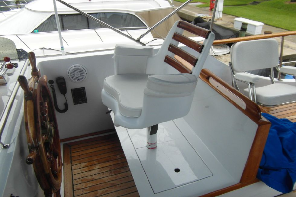 1984/2015 Marine Trader 43 Sundeck / Upper Helm Captain's Chair