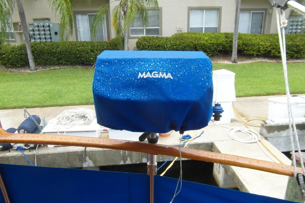 1984/2015 Marine Trader 43 Sundeck / New Magma Grill on Sundeck