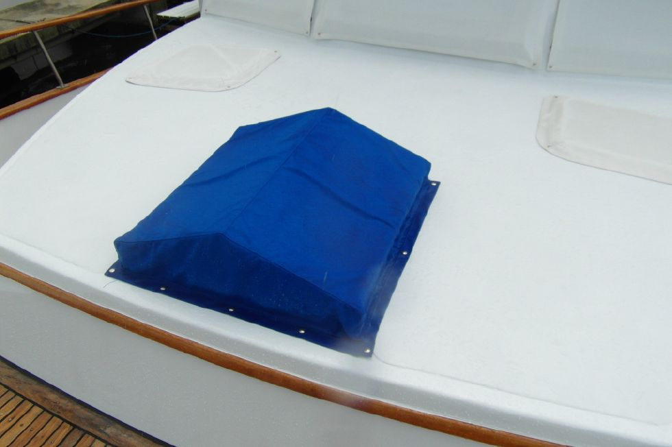 1984/2015 Marine Trader 43 Sundeck / New Custom Hatch Cover