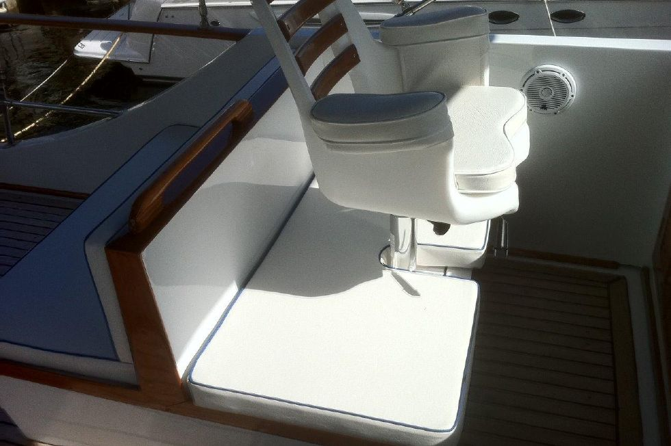 1984/2015 Marine Trader 43 Sundeck First Mates Chair