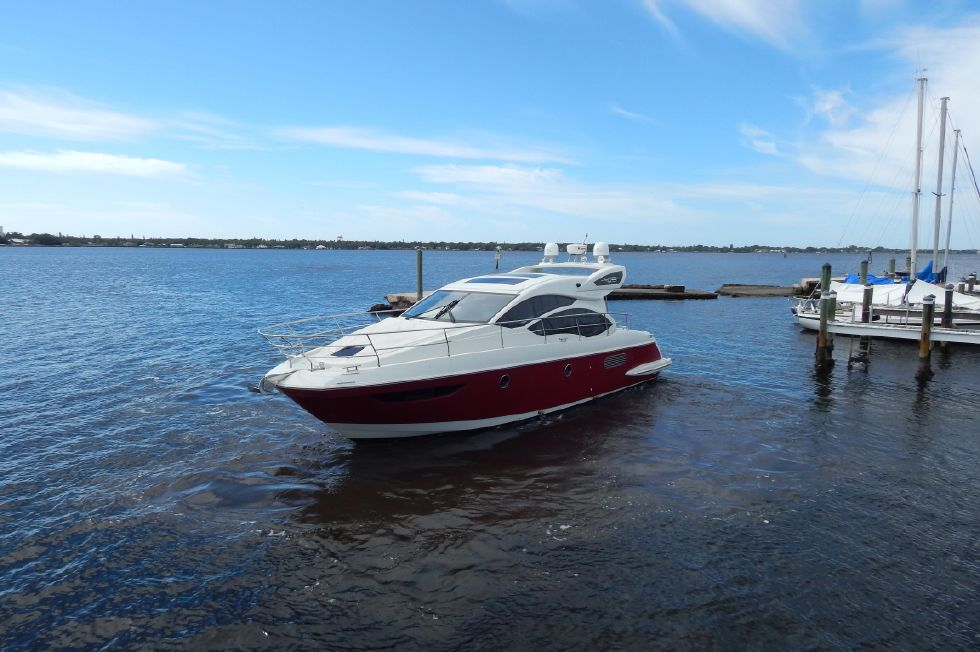 2012 Azimut 40S - Port Side Bow View