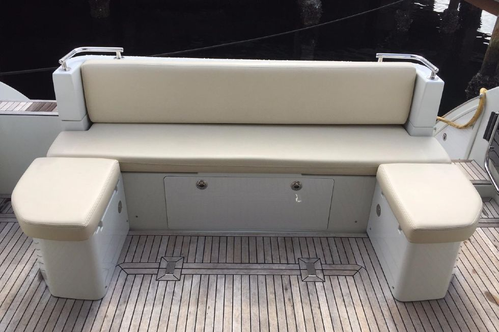 2012 Azimut 40S - Cockpit Seating