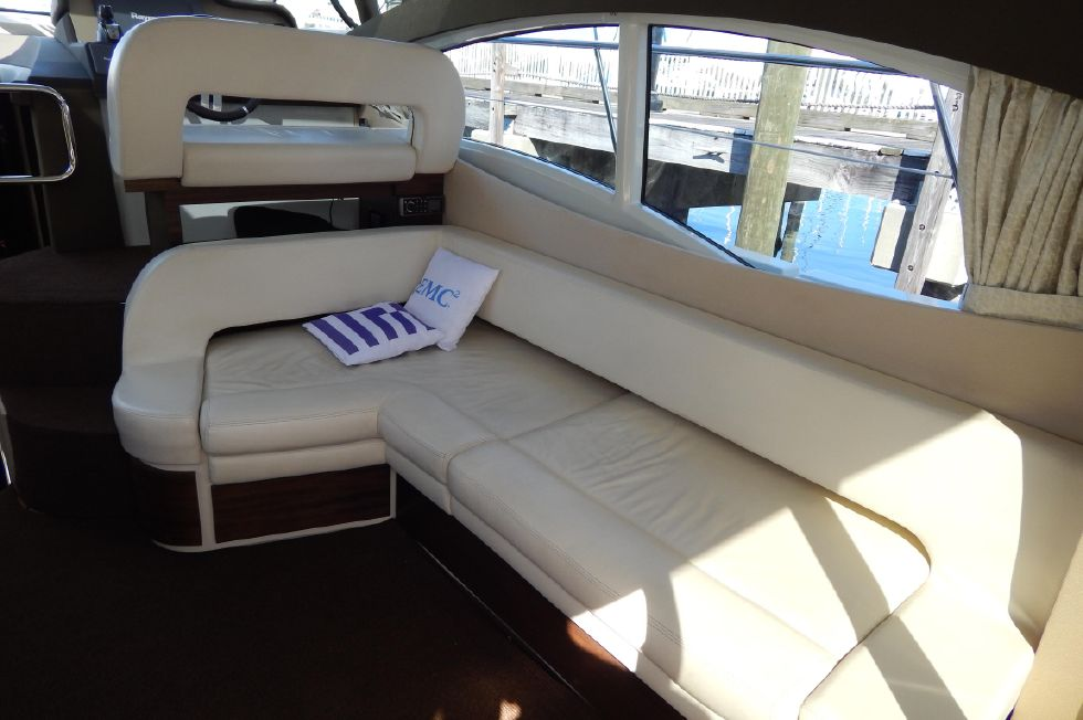 2012 Azimut 40S - Starboard Side Seating