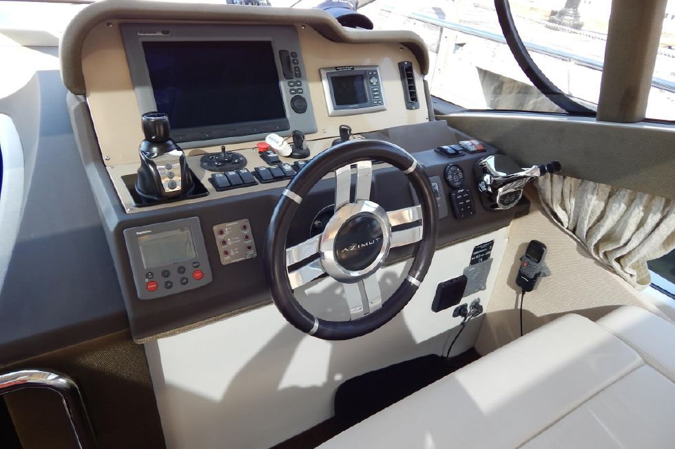 2012 Azimut 40S - Helm View