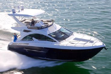 2021 Cruisers Yachts 54 Fly