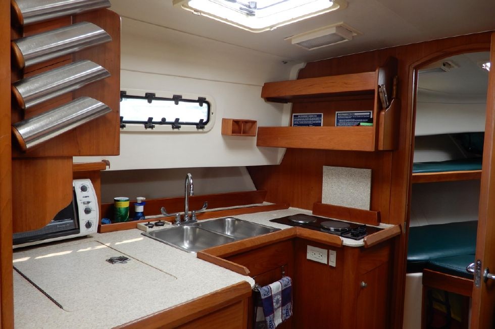 Mainship 34 Pilot galley