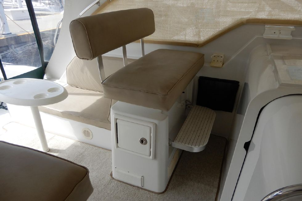 Mainship 34 Pilot mate chair, footrest