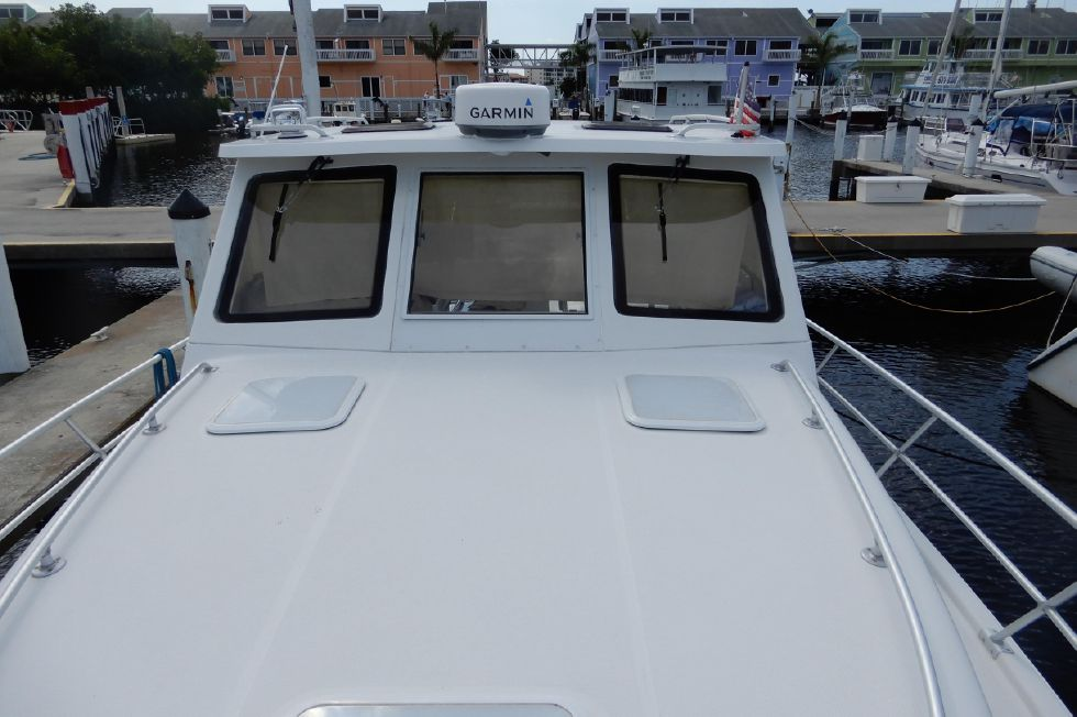 Mainship 34 Pilot hardtop with radar, searchlight