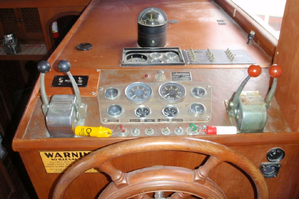 1983 Marine Trader Labelle - Lower Helm Station Controls