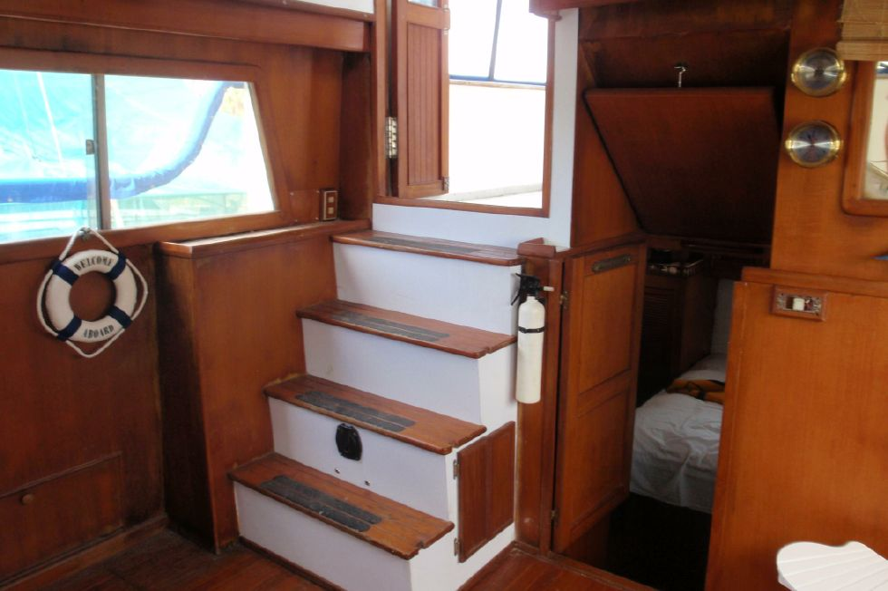 1983 Marine Trader Labelle - Steps Leading To Sun Deck