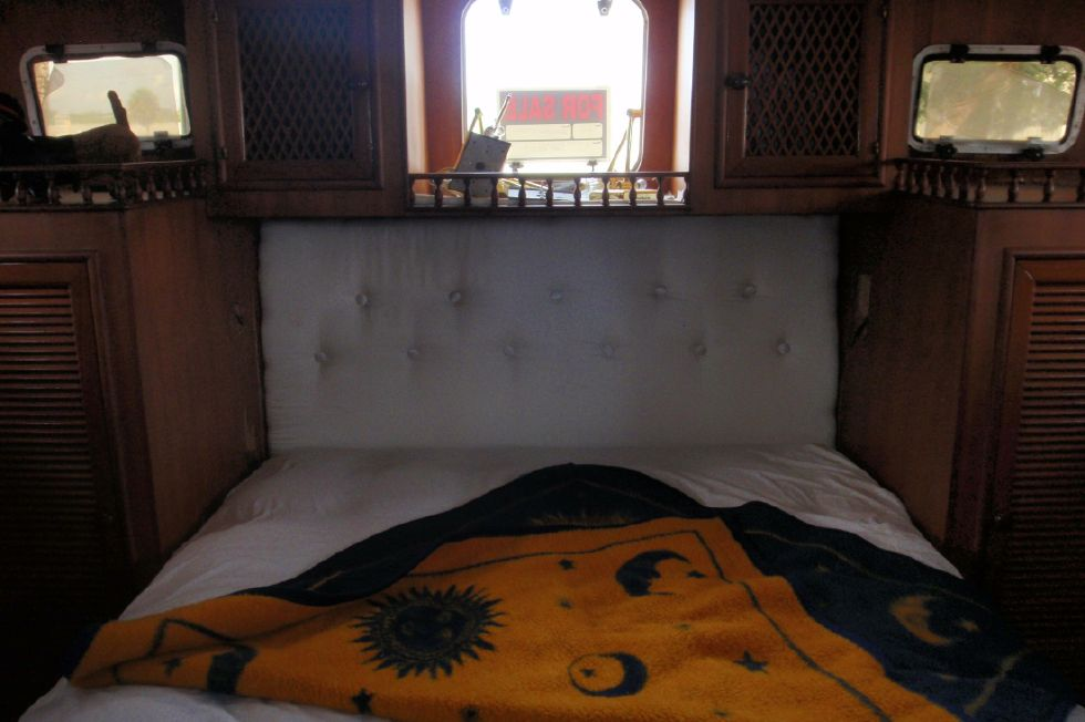 1983 Marine Trader Labelle - Aft Cabin Queen Centerline Bed