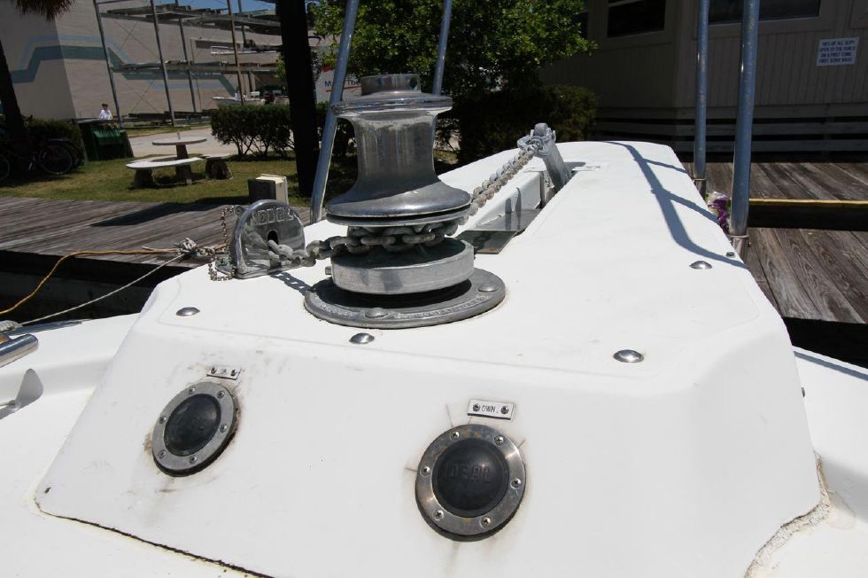 1985 Chris-Craft CONSTELLATION 500 - Anchor Windlass Up 'n Down