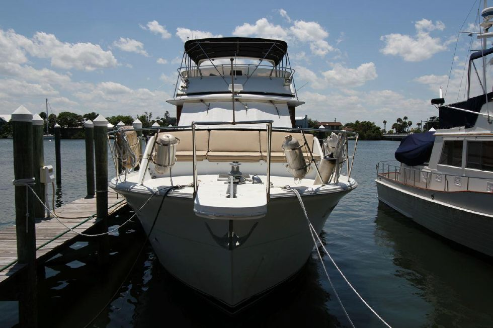 1985 Chris-Craft CONSTELLATION 500 - Bow View