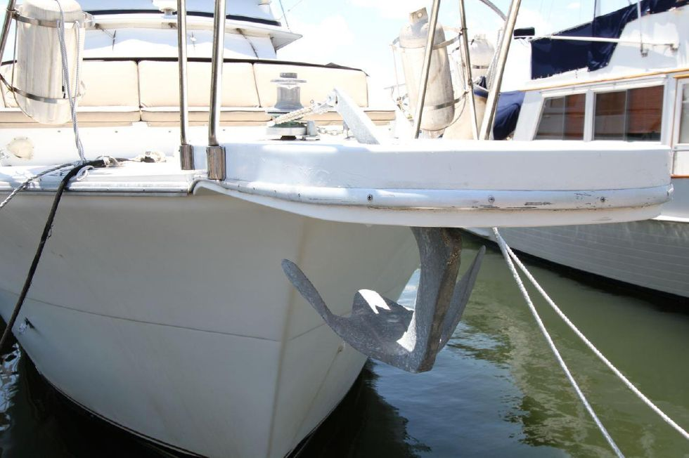 1985 Chris-Craft CONSTELLATION 500 - Bow Sprit with Claw Anchor