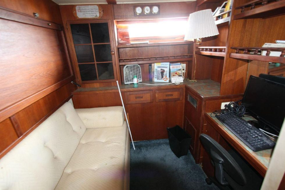 1985 Chris-Craft CONSTELLATION 500 - Guest Berth converted to office