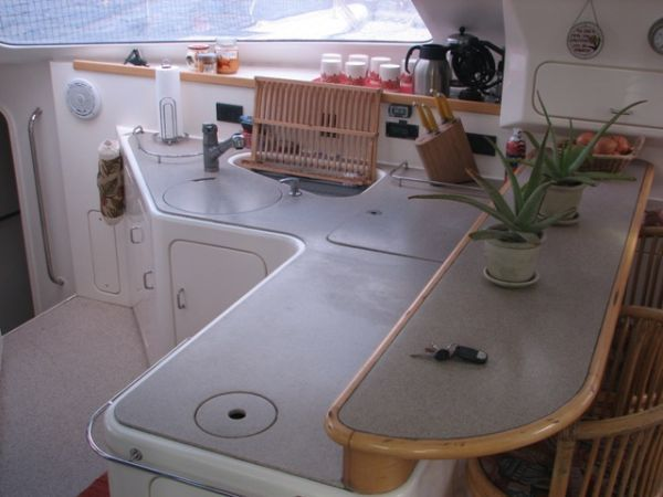 1998 Voyage 430 Owner's Version - Galley counter