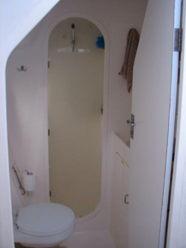 1998 Voyage 430 Owner's Version - Owner's vacuflush head and shower