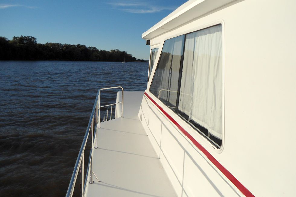 Flybridge Power Catamaran Wide Upper Side-Deck