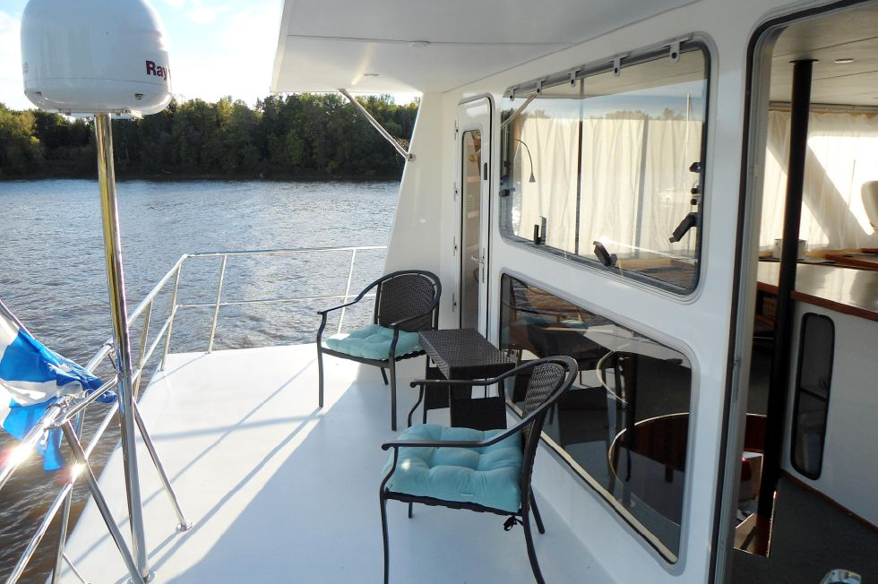 Flybridge Power Catamaran Flybridge Aft-Deck
