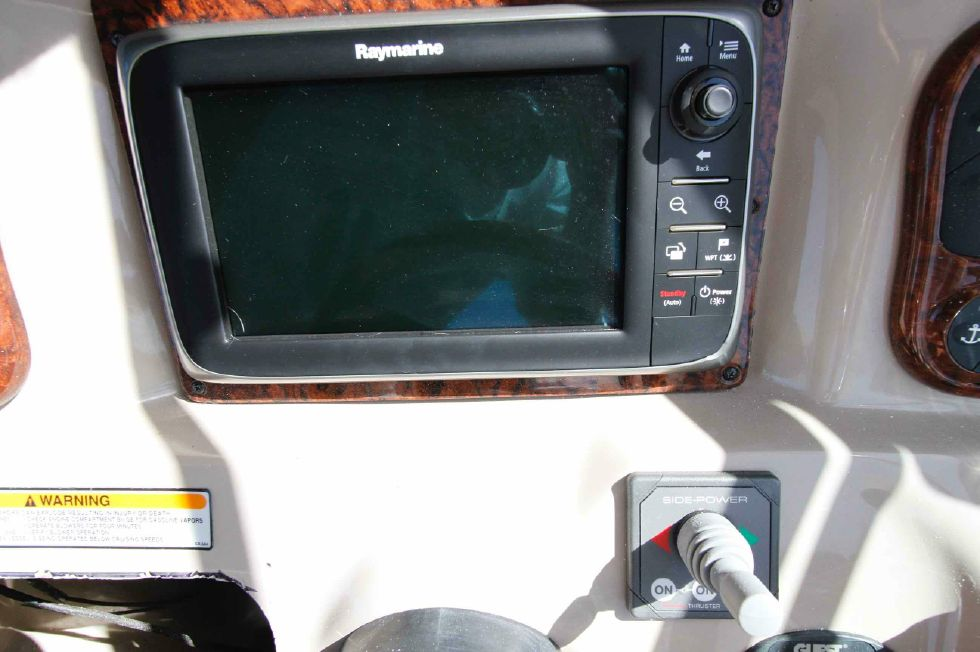 Sea Ray 300 Sundancer Chartplotter