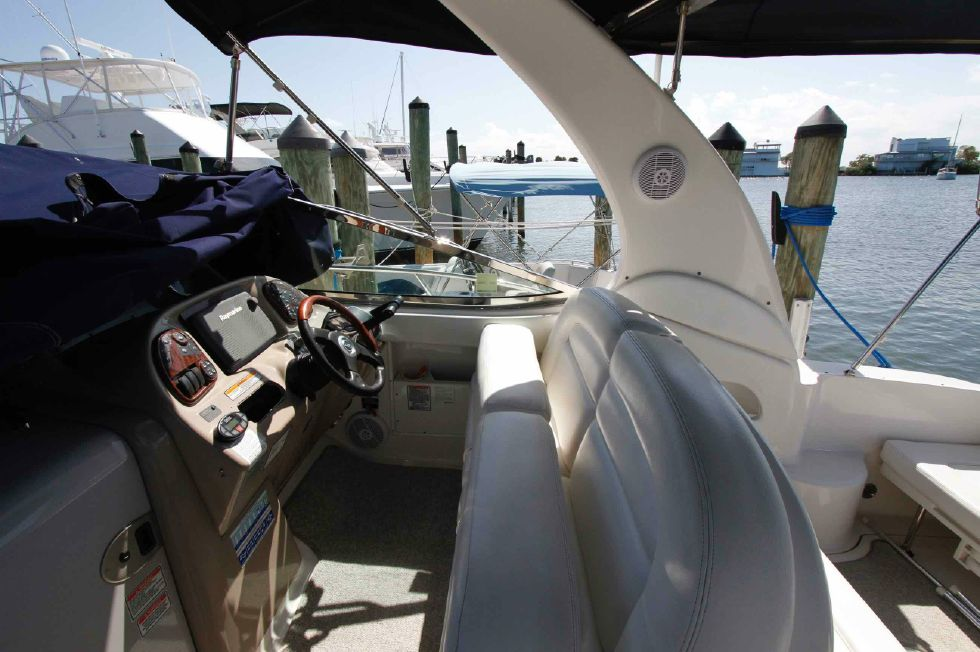 Sea Ray 300 Sundancer Helm