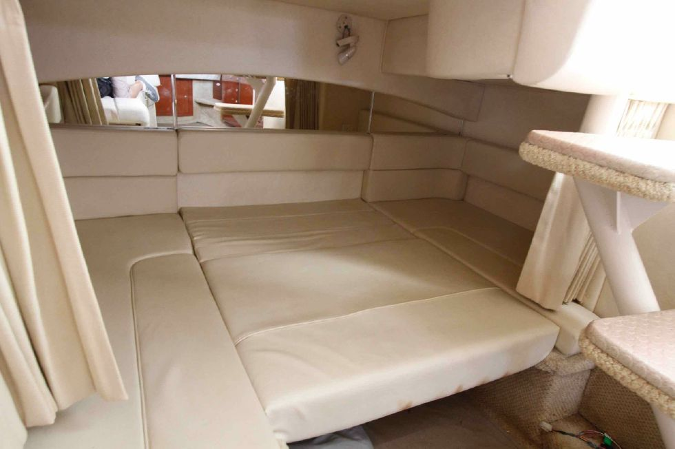 Sea Ray 300 Sundancer After Berth