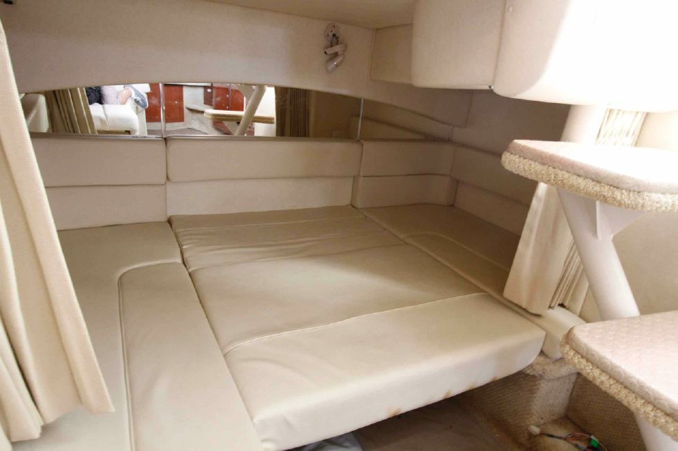Sea Ray 300 Sundancer Aft Berth