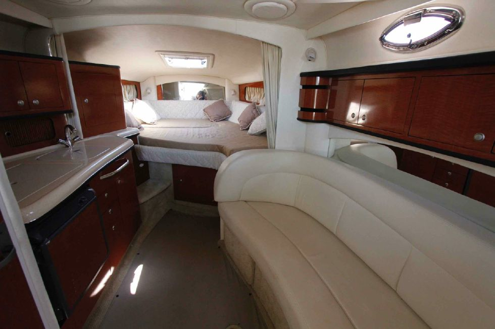 Sea Ray 300 Sundancer Salon w/Forward Berth