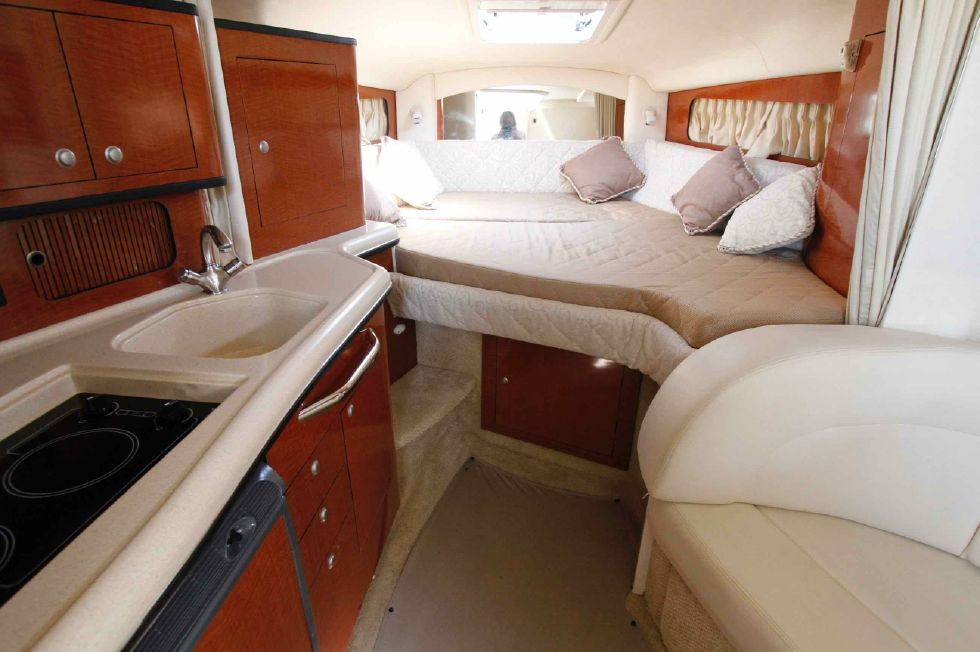 Sea Ray 300 Sundancer Forward Berth