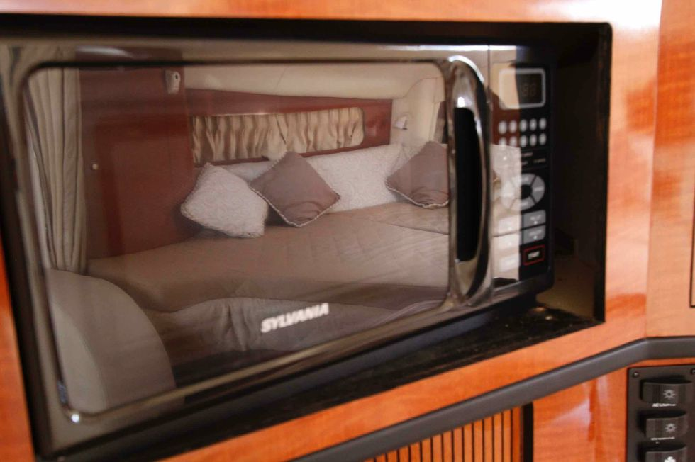 Sea Ray 300 Sundancer Microwave