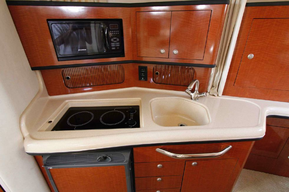 Sea Ray 300 Sundancer Galley
